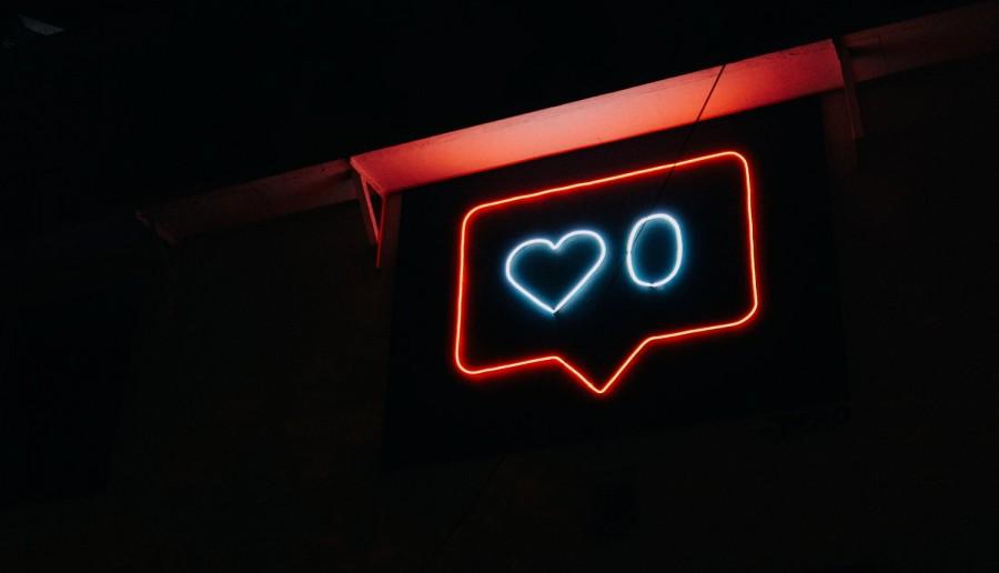 Tinder w facebookowej wersji? Portal rusza z apką do randkowania