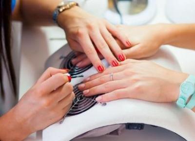 Czy robienie hybryd jest bezpieczne? Nie uwierzycie jakie negatywne skutki może manicure hybrydowy  powodować!