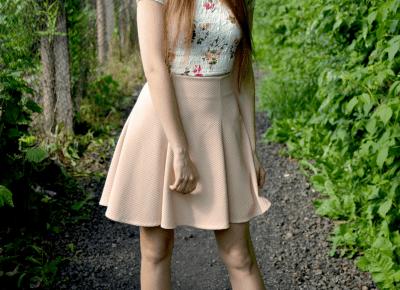 BIEL, KWIATY I PUDROWY RÓŻ  Czyli letnia stylizacja w dziewczęcym wydaniu