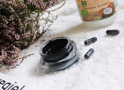 DIY: Wybielanie zębów węglem. Wybielająca pasta z węgla aktywnego i oleju kokosowego.