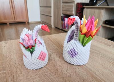 "Synowersy Studio on Instagram: ""#origami #ddob #ddobinsta #art #artist #polishartist #photooftheday #picoftheday #instagood #instaphoto #followme #swan #kusudama…"""