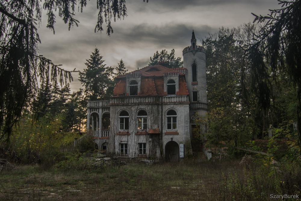Opuszczona zabytkowa willa – Szary Burek