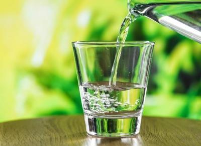 Dlaczego nie warto kupować wody butelkowanej? Test dzbanka Aquaphor! | Diety i ich sekrety