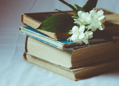 Dlaczego ludzie nie czytają książek? - Unusual Blonde