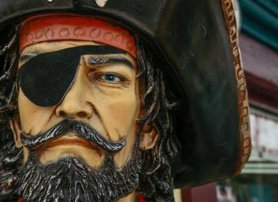 Piraci w XXI wieku nadal napadają na statki. I wciąż giną przez nich ludzie.