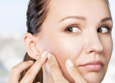 Sucha skóra z trądzikiem - jak poprawić jej stan?