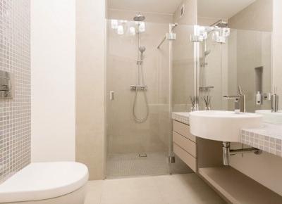 Funkcjonalna mała łazienka z kabiną prysznicową – aranżacje - Wnętrza dla Ciebie