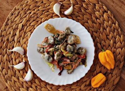 Letnia sałatka z bobem (pikantna)  - Związek na patelni
