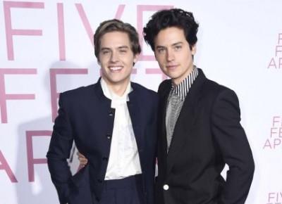 Dylan i Cole Sprouse wyglądają identycznie jak ich tata w młodości! Zobaczcie zdjęcie 🤩