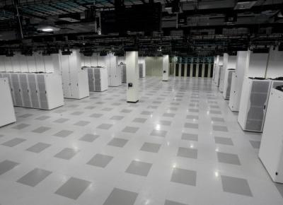 Wyjaśnienie systemów podłóg podniesionych (Raised Floor System)