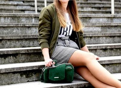 Dziewczyna z zieloną torebką - A Cup of Lifestyle | A Cup of Lifestyle