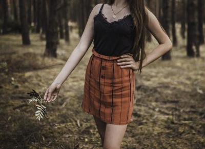 Stylizacja: spódnica z guzikami i bieliźniany top  -  Ada Zet