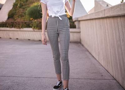 Stylizacja: spodnie w kratę w miejskiej odsłonie