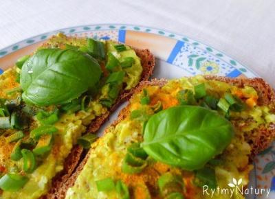 Ta zdrowa pasta jajeczna z awokado i czosnkiem to istna bomba antyoksydacyjna! - Rytmy Natury