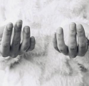 Masz zmiany na paznokciach ? Nie bagatelizuj ich, może to być coś poważnego! - Rytmy Natury