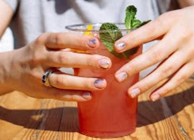 Manicure hybrydowy: Chrome Flakes NeoNail.  |