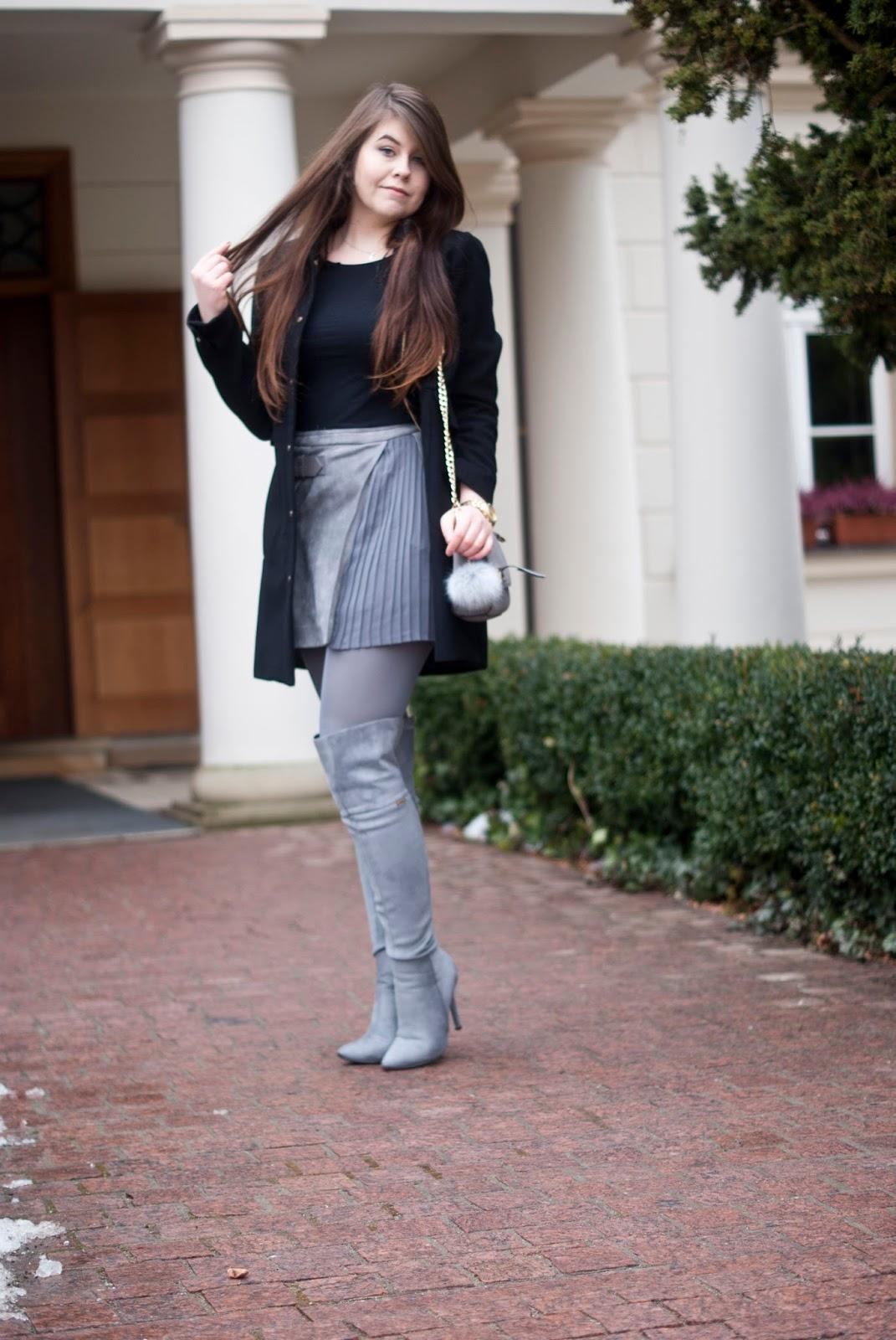 Szara spódnica w literę A /Grey Pleated A Line Suede Skirt With Buckle - Feather - Mój Sposób Na Modę