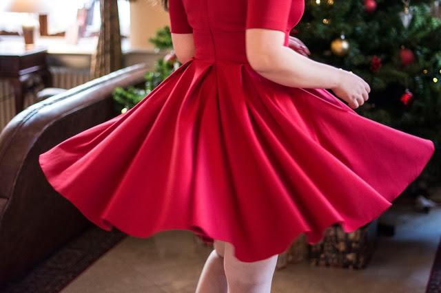Jak ubrać się kobieco i elegancko na Wigilię?     Feather - Mój Sposób Na Modę