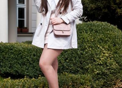 Beżowa spódnica / pudrowe buty w szpic trendy 2017 - Feather - Mój Sposób Na Modę