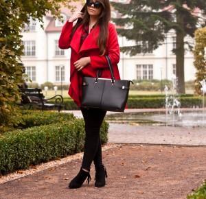 Czerwony Płaszcz Jesienny / Red Coat Autumn - Feather - Mój sposób na modę