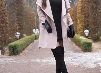Czarna Sukienka i Płaszcz Różowy /Black Dress & Pink Coat - Feather - Mój Sposób Na Modę