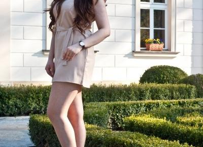 Beżowa Sukienka / V-Neck Mini Dress with Belt - Feather - Mój Sposób Na Modę
