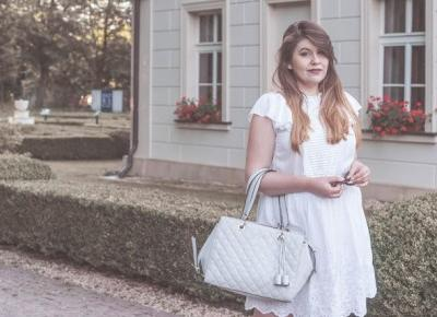 Biała Sukienka Z Haftami
