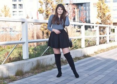 Czarne Kozaki Za Kolano I Rozkloszowana Spódnica |  Feather - Mój Sposób Na Modę