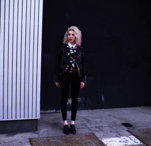 The rebellious girl | Ajson Serwus