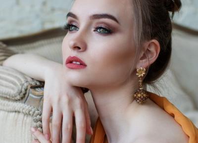 Jaka biżuteria do takiej sukienki? Wiesz?