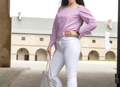Koszula z odkrytymi ramionami i drewniany zegarek | FEMMIND.pl