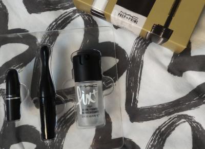 Mac - zestaw kosmetyków.
