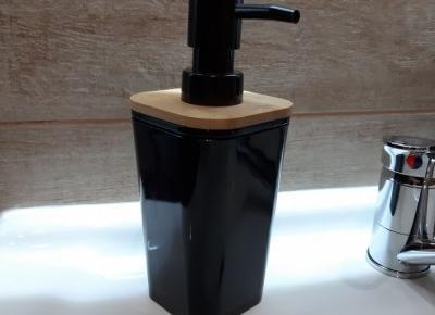 Pojemnik na mydło z dozownikiem, które kupiliśmy w Biedronce.