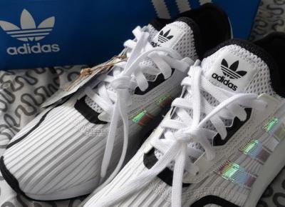 Buty Adidas Swift run X J, w kolorze białym.