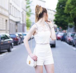 biały, koronkowy kombinezon
