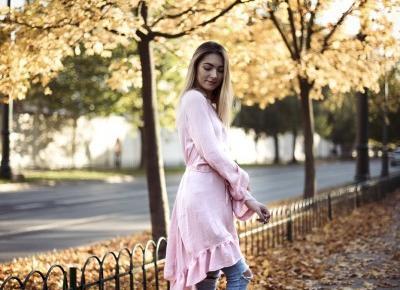 sukienka na spodniach i sandały jesienią!