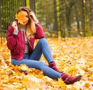 Jesienna sesja w liściach czyli do czego założyć bordowe botki :)