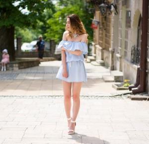 sukienka hiszpanka w miejskim wydaniu