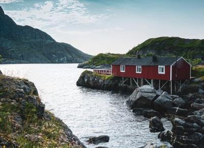 Nusfjord - spacer z psem wokół ukrytej perełki Lofotów • Wanderdogs.pl