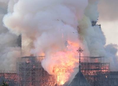 Pożar Notre Dame w Paryżu. Zawalił się dach katedry [NA ŻYWO] - RMF24.pl