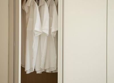 Sprzątanie w szafie - 7 praktycznych tipów - Glamour.pl