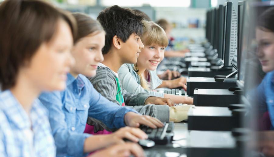 Oficjalnie ruszyły lekcje online. Problemy pojawiły się już pierwszego dnia