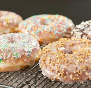 Donuts - prosty przepis na amerykańskie pączusie
