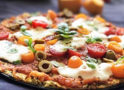 Pizza na spodzie z cukinii – zdrowy obiad - A to pestka!