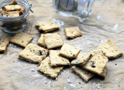 Przepis na domowe krakersy z rozmarynem - A to pestka!
