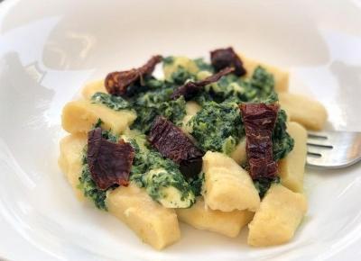 Domowe gnocchi w sosie szpinakowym z fetą - A to pestka!