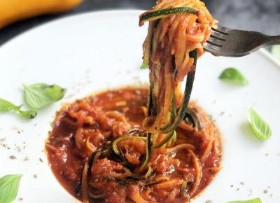 Szybki przepis na cukinię - fit spaghetti napoli - A to pestka!