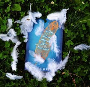 Avrora: Osobliwe i cudowne przypadki Avy Lavender