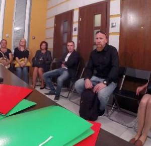 Eksperyment społeczny w Radomiu pokazuje, co ludzie zrobią, by dostać pracę. Szokujące! - Medium Publiczne