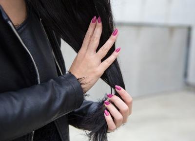 Jak zagęścić włosy i przyspieszyć ich porost? Wcierki, suplementacja i inne. | Bassement